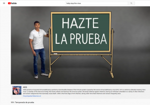 "A man with a blackboard that says ""Hazte la prueba"", an example of patient education healthcare translation from English into Spanish"